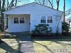 Photo of 116 W 16th St, Deer Park, NY 11729 (MLS # 3009864)