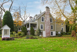 Photo of 16 Hunting Hollow Ct, Dix Hills, NY 11746 (MLS # 3030222)