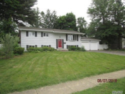 Photo of 33 Foxwood Dr, Wheatley Heights, NY 11798 (MLS # 3039311)
