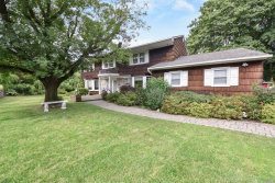 Photo of 6 Winston Ct, Dix Hills, NY 11746 (MLS # 3055184)