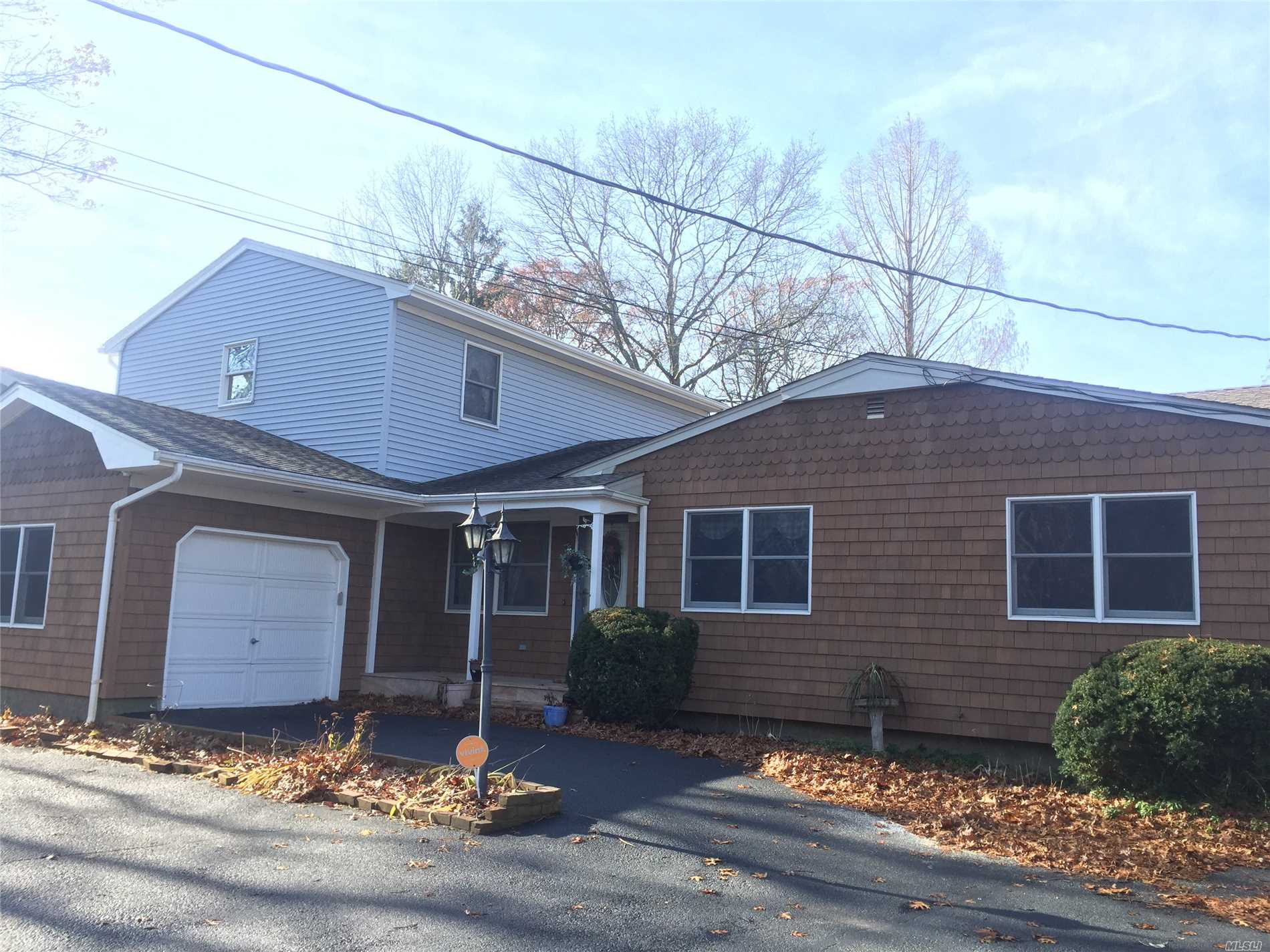 Photo for 1420 Broadway Ave, Holbrook, NY 11741 (MLS # 3084537)