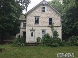 Photo of 156 South St, Manorville, NY 11949 (MLS # 3085932)