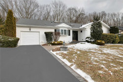 Photo of 5 Kingswood Dr, Old Bethpage, NY 11804 (MLS # 3110904)