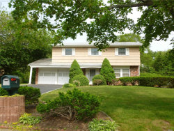 Photo of 4 Cresthill Pl, Smithtown, NY 11787 (MLS # 3136722)