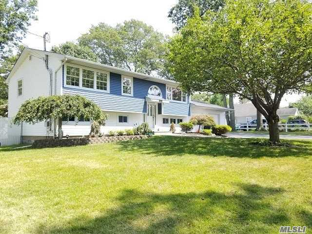 Photo for 77 Orienta Ave, Lake Grove, NY 11755 (MLS # 3152142)