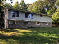 Photo of 5 Bridle Path Rd, Smithtown, NY 11787 (MLS # 3153127)