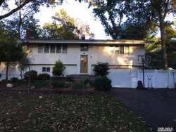 Photo of 19 Deepdale Dr, Commack, NY 11725 (MLS # 3171969)