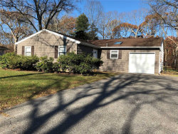 Photo of 9 Tulip Ct, Moriches, NY 11955 (MLS # 3182059)