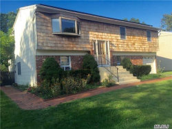 Photo of 19 Westminster Ln, West Islip, NY 11795 (MLS # 2985273)