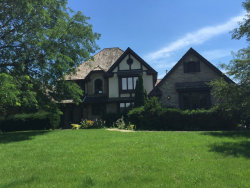 Photo of 6N079 Oak Run Court, ST. CHARLES, IL 60175 (MLS # 09702299)