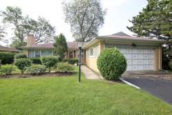 Photo of 2325 Robincrest Lane, GLENVIEW, IL 60025 (MLS # 09714328)