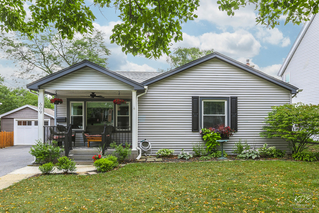 Photo for 609 Austin Street, DOWNERS GROVE, IL 60515 (MLS # 09725083)