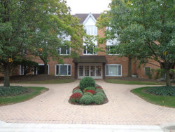 Photo of 205 Rivershire Lane, Unit Number 513, LINCOLNSHIRE, IL 60069 (MLS # 09744369)