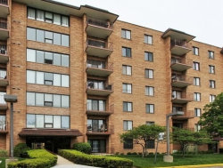 Photo of 1717 W Crystal Lane, Unit Number 610, MOUNT PROSPECT, IL 60056 (MLS # 09751390)