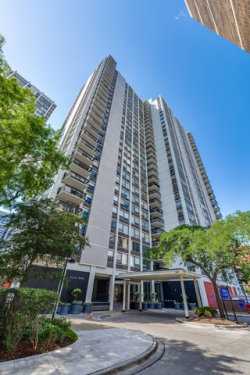 Photo of 1460 N Sandburg Terrace, Unit Number 2712A, CHICAGO, IL 60610 (MLS # 09783528)