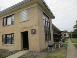 Photo of 28 N King Arthur Court, Unit Number 15, NORTHLAKE, IL 60164 (MLS # 09801022)