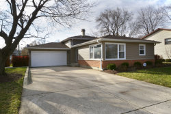 Photo of 1105 E Barberry Lane, MOUNT PROSPECT, IL 60056 (MLS # 09812684)