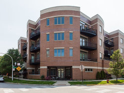 Photo of 4150 N Kenmore Avenue, Unit Number 401, Chicago, IL 60613 (MLS # 09836103)