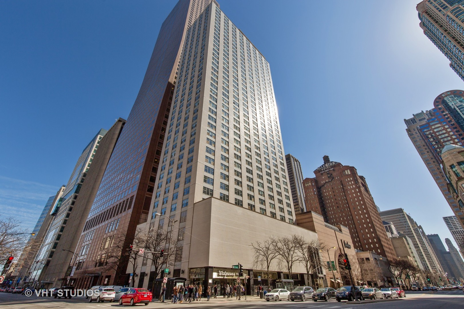 Photo for 777 N Michigan Avenue, Unit Number 909, CHICAGO, IL 60611 (MLS # 09882320)