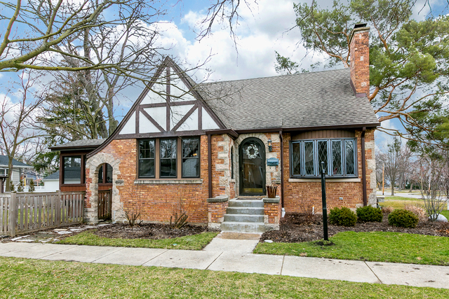 Photo for 752 Chicago Avenue, DOWNERS GROVE, IL 60515 (MLS # 09900657)