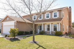 Photo of 8 E Canterbury Lane, BUFFALO GROVE, IL 60089 (MLS # 09924716)