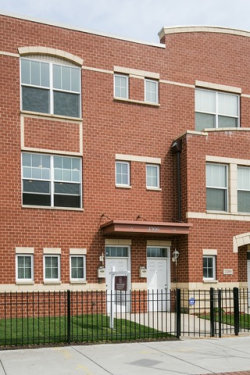 Photo of 2314 E 71st Street, Unit Number B, CHICAGO, IL 60649 (MLS # 09956629)