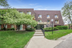 Photo of 2 Villa Verde Drive, Unit Number 220, BUFFALO GROVE, IL 60089 (MLS # 09960833)