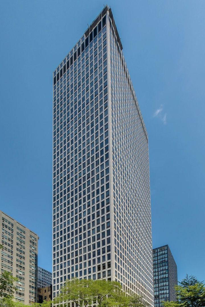 Photo for 260 E Chestnut Street, Unit Number 2506, CHICAGO, IL 60611 (MLS # 10009394)