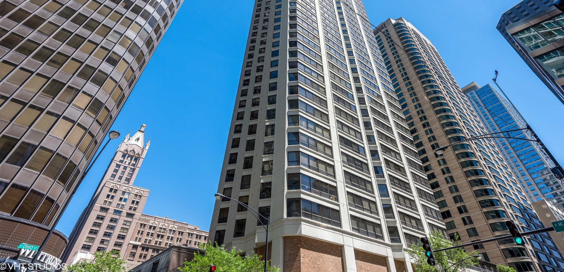 Photo for 400 E Ohio Street, Unit Number 2504, CHICAGO, IL 60611 (MLS # 10013757)