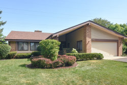 Photo of 1612 W Canterbury Court, ARLINGTON HEIGHTS, IL 60004 (MLS # 10022180)