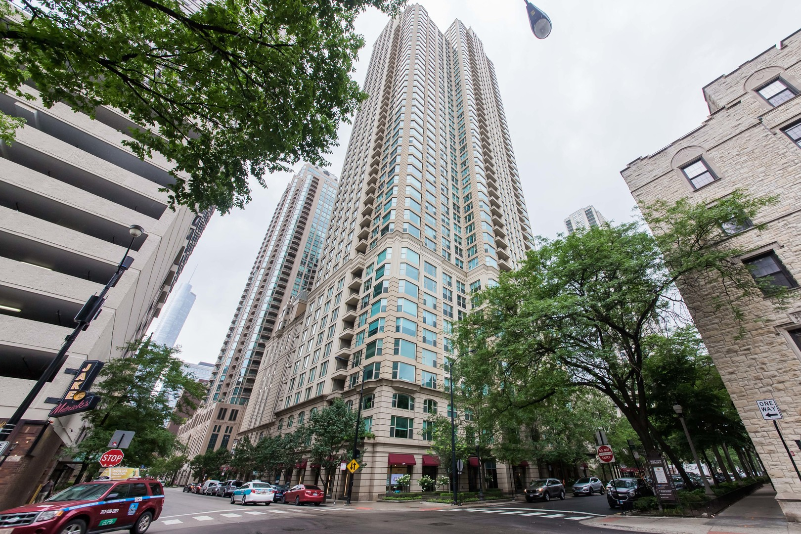 Photo for 25 E Superior Street, Unit Number 2502, CHICAGO, IL 60611 (MLS # 10046933)