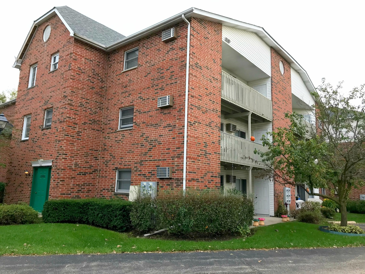 Photo for 1303 Cunat Court, Unit Number 2C, LAKE IN THE HILLS, IL 60156 (MLS # 10100541)