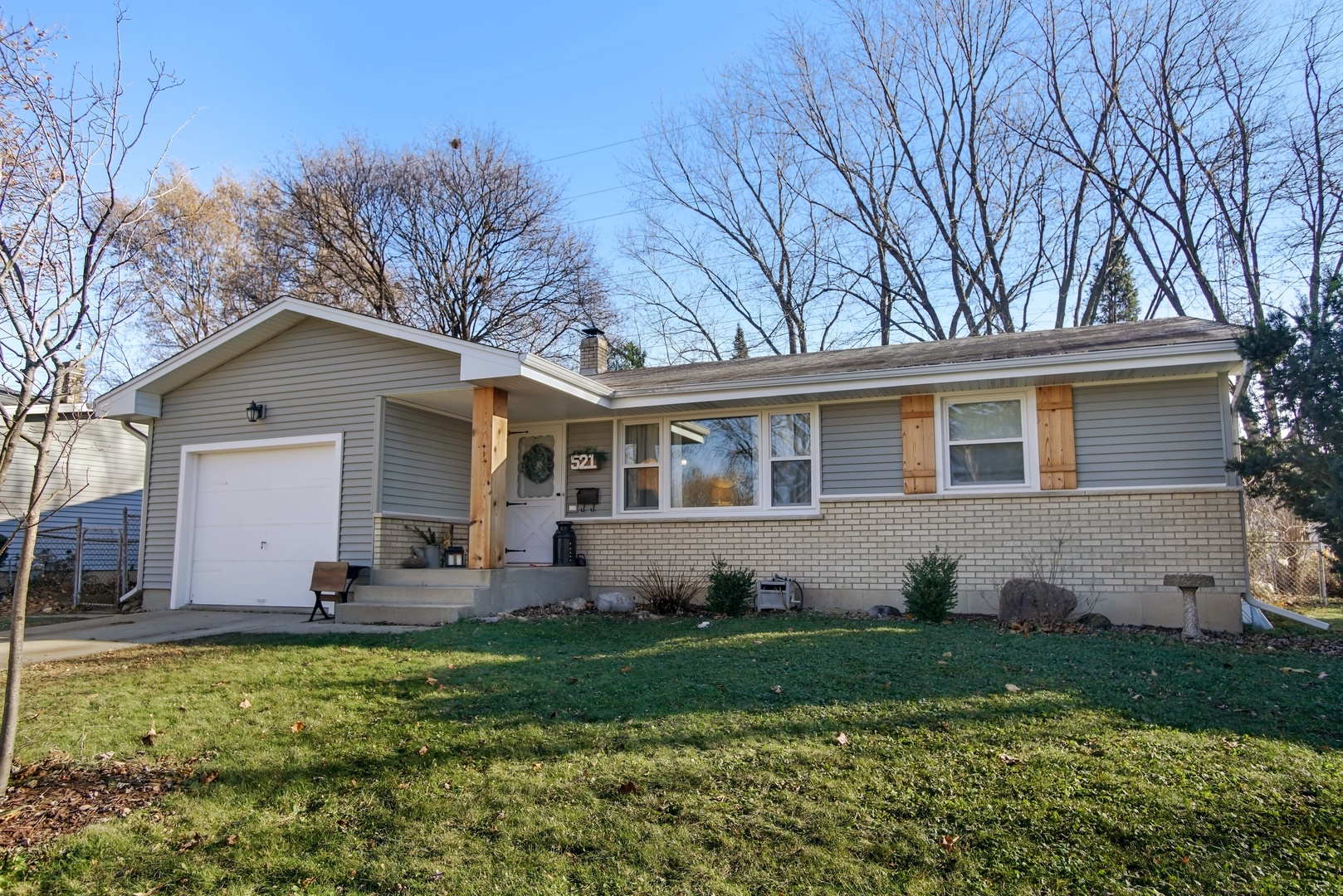 Photo for 521 Crest Drive, CARY, IL 60013 (MLS # 10138900)