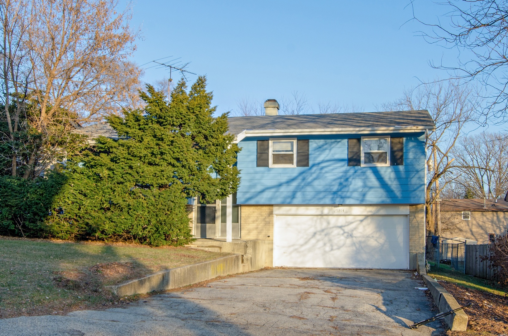 Photo for 1314 Washington Street, LAKE IN THE HILLS, IL 60156 (MLS # 10154063)