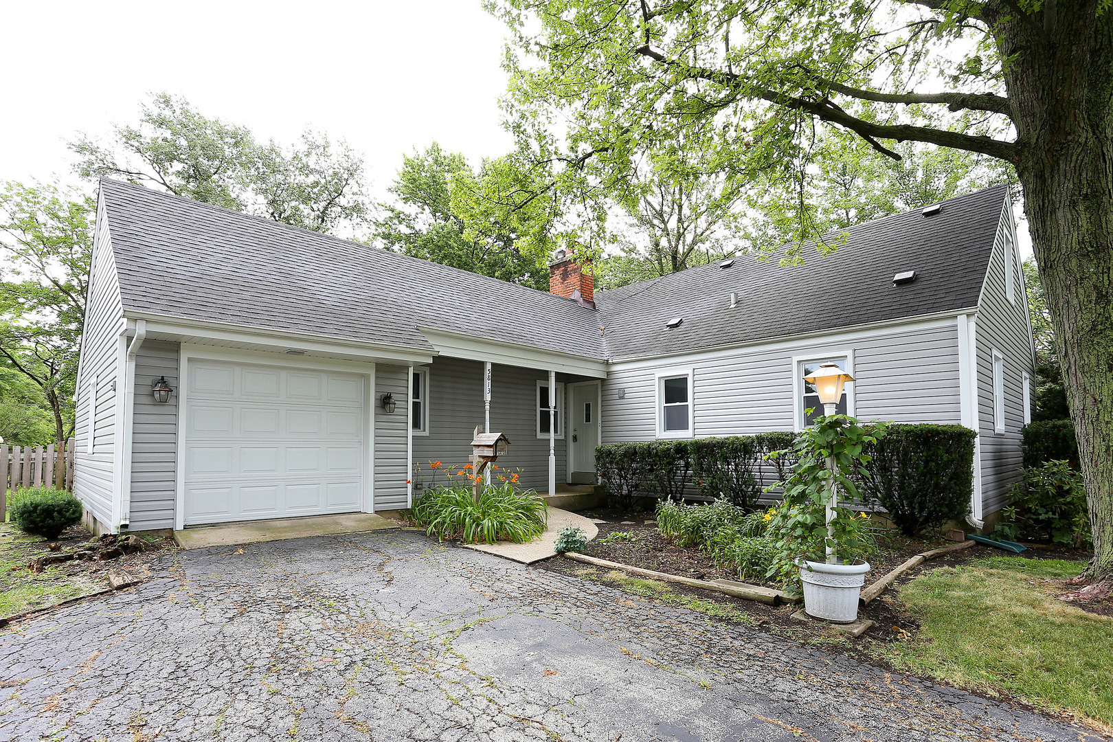 Photo for 5813 Dunham Road, DOWNERS GROVE, IL 60516 (MLS # 10171596)