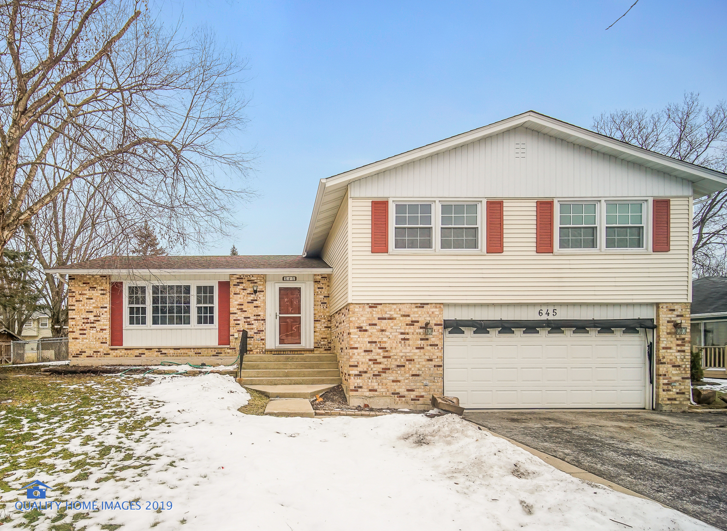 Photo for 645 Clearview Court, ALGONQUIN, IL 60102 (MLS # 10266139)