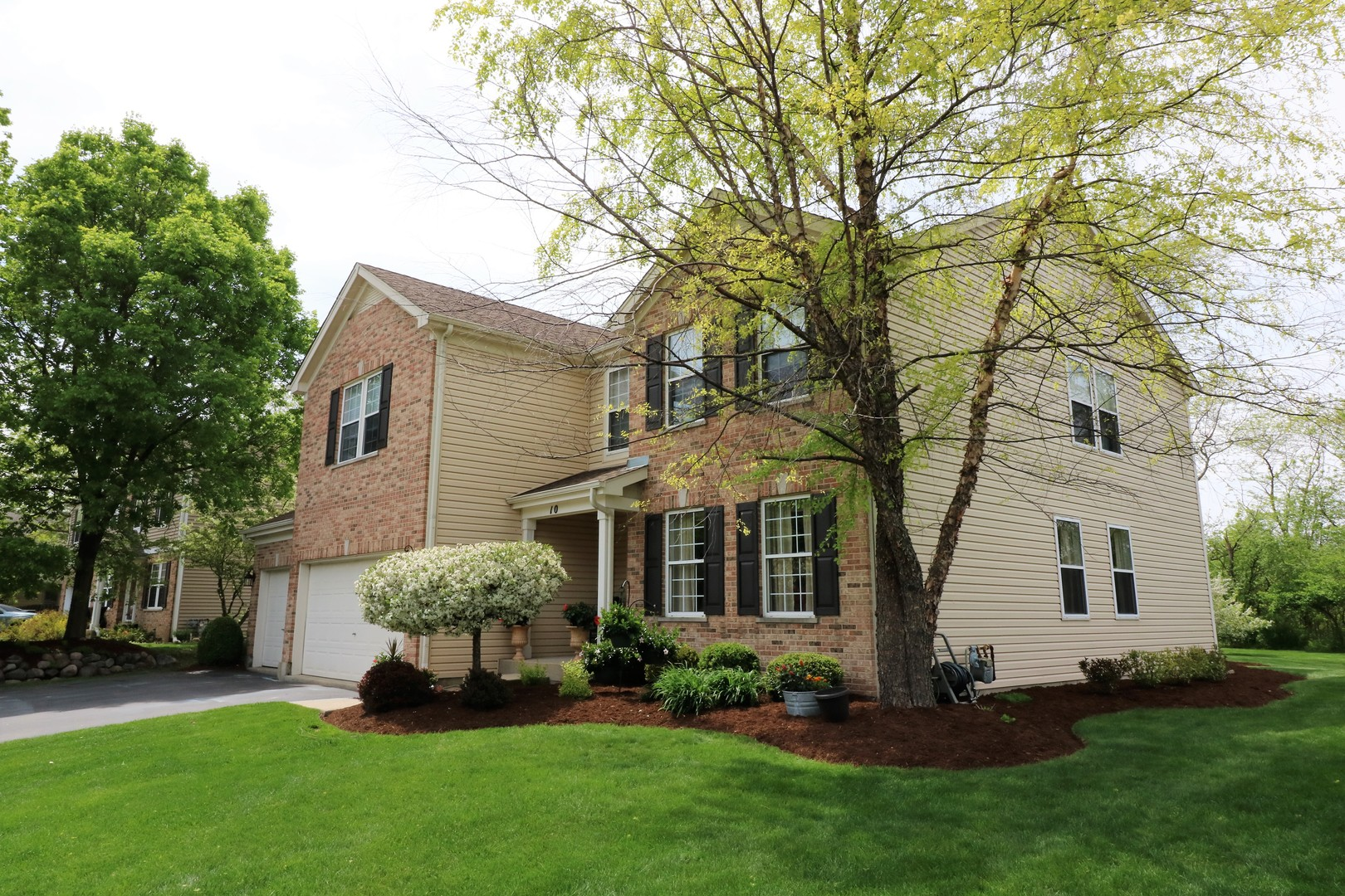 Photo for 10 S Oakleaf Road, ALGONQUIN, IL 60102 (MLS # 10267499)