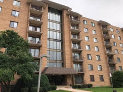 Photo of 1717 W Crystal Lane, Unit Number 403, MOUNT PROSPECT, IL 60056 (MLS # 10309607)