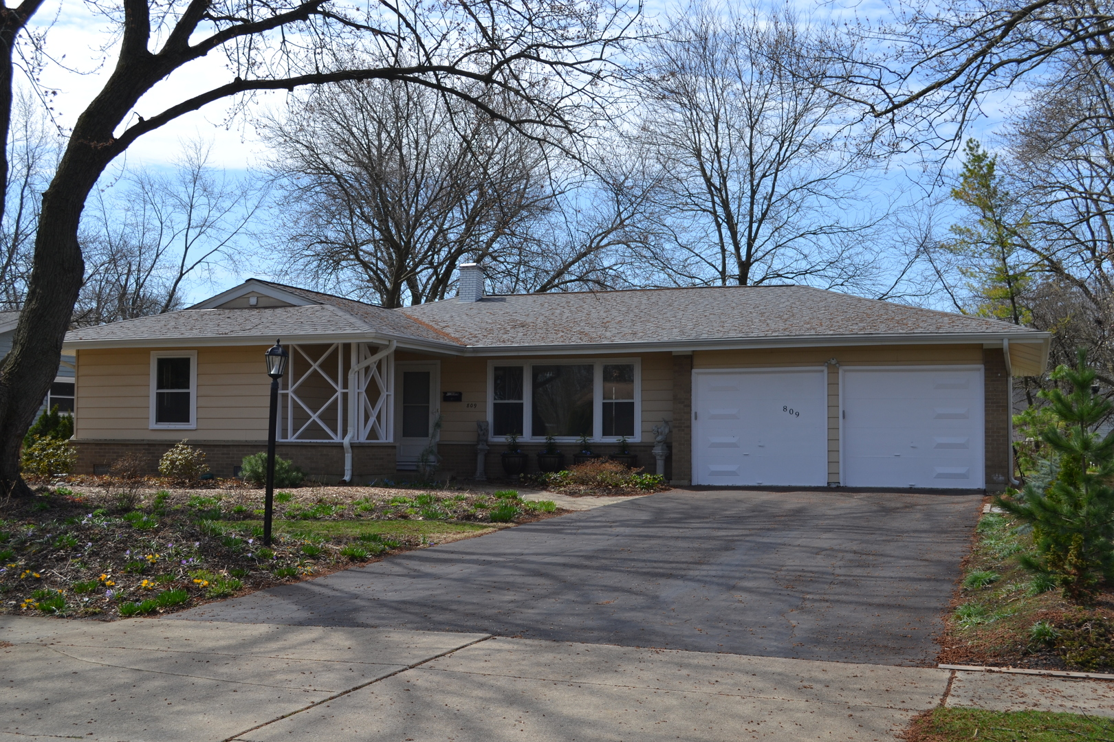 Photo for 809 Oxford Street, DOWNERS GROVE, IL 60516 (MLS # 10340282)