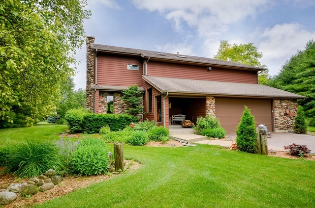 Photo for 18N579 Field Court, Dundee, IL 60118 (MLS # 10348718)