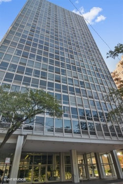 Photo of 2400 N Lakeview Avenue, Unit Number 2204, CHICAGO, IL 60614 (MLS # 10354403)