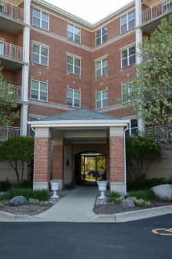 Photo of 101 Pointe Drive, Unit Number 105, NORTHBROOK, IL 60062 (MLS # 10387197)