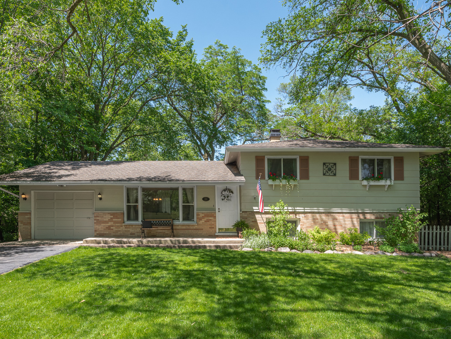 Photo for 228 41st Street, DOWNERS GROVE, IL 60515 (MLS # 10401668)
