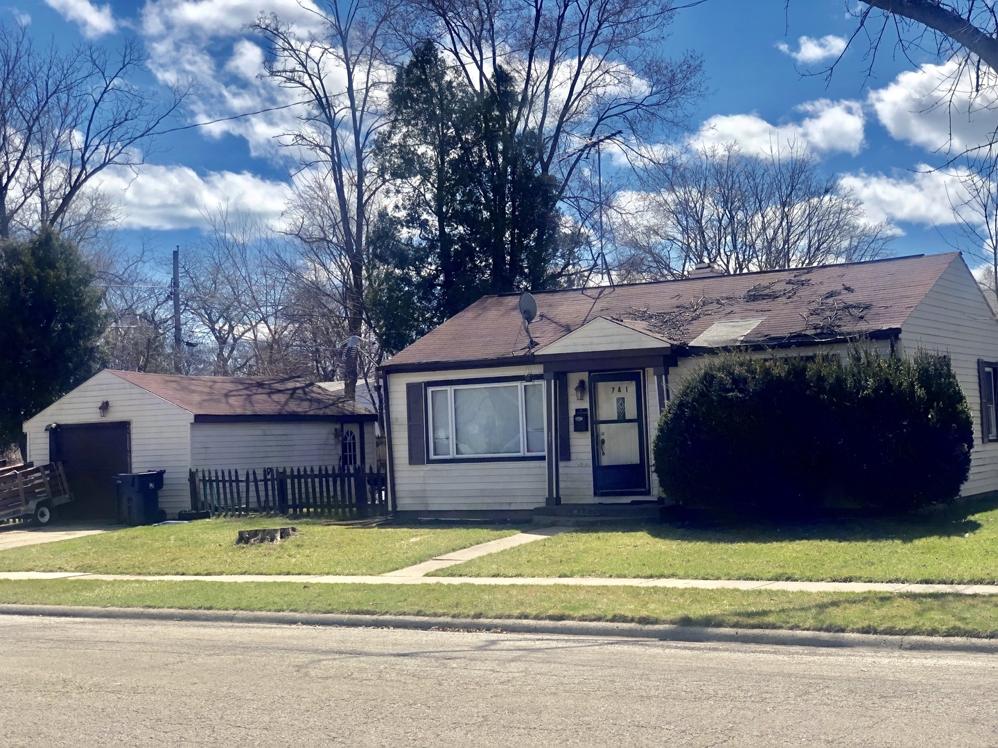 Photo for 741 Colville Place, WAUKEGAN, IL 60087 (MLS # 10411777)