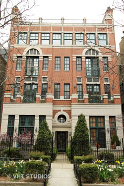 Photo of 840 W Buckingham Place, Unit Number 4, CHICAGO, IL 60657 (MLS # 10419735)