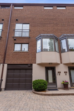 Photo of 1306 N Sutton Place, CHICAGO, IL 60610 (MLS # 10420090)