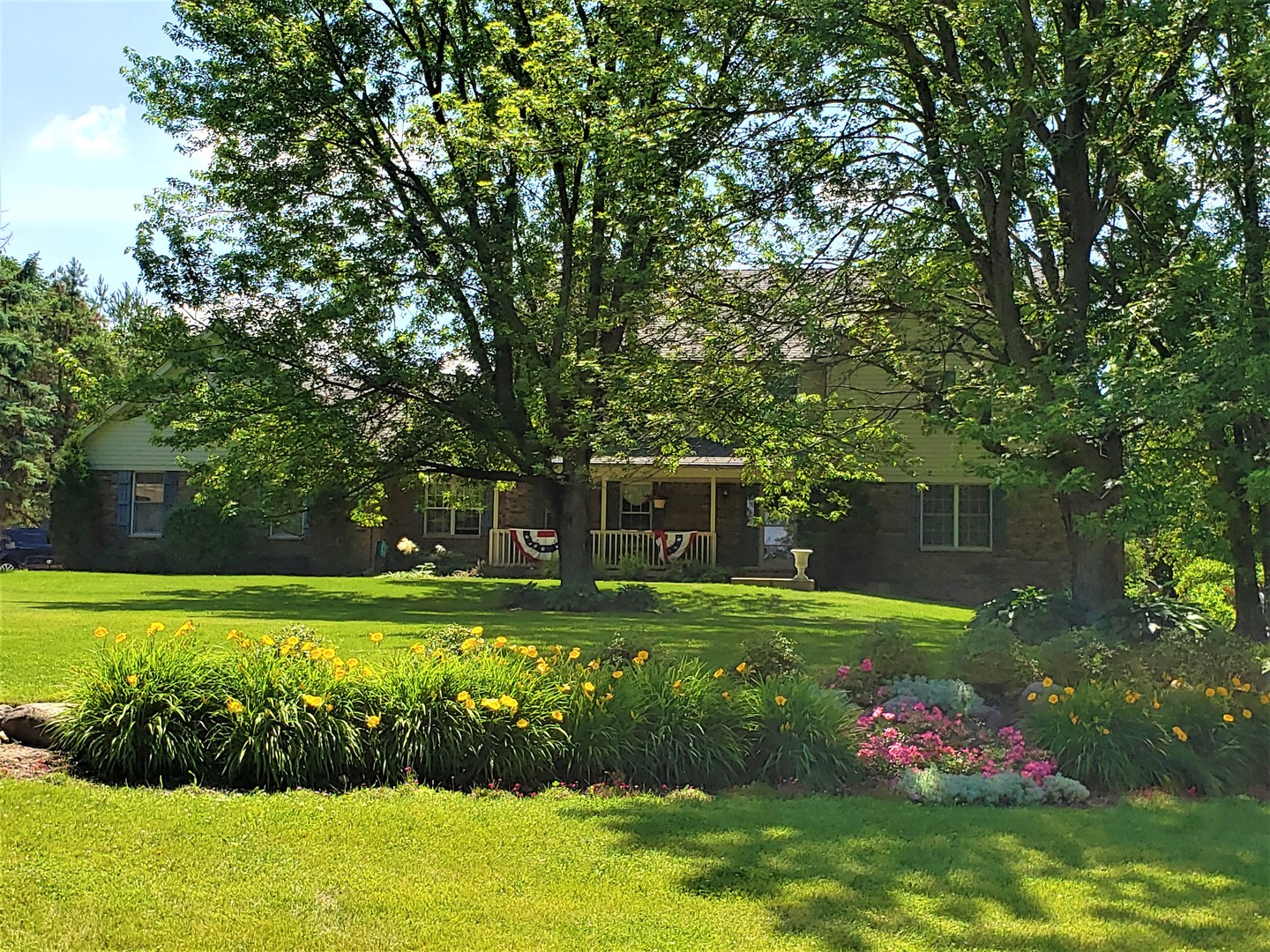 Photo for 14221 Oakview Court, Woodstock, IL 60098 (MLS # 10426559)
