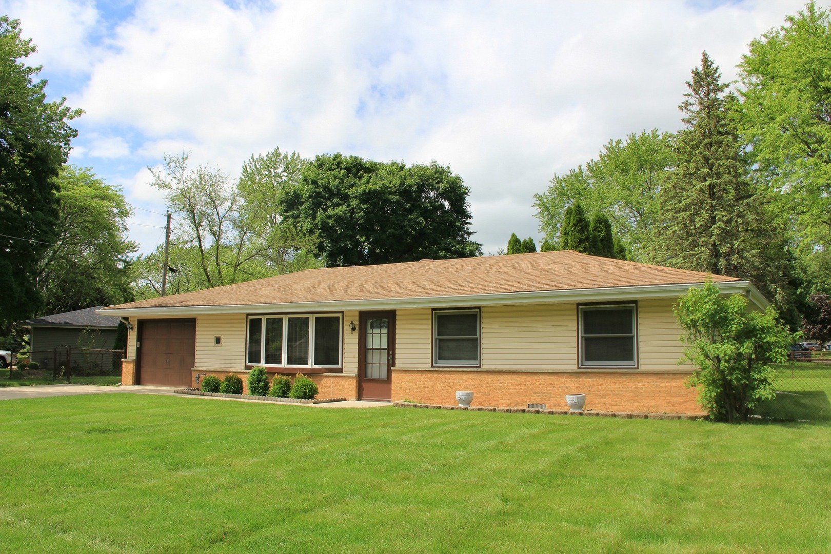 Photo for 1748 Pleasant Avenue, ST. CHARLES, IL 60174 (MLS # 10436413)