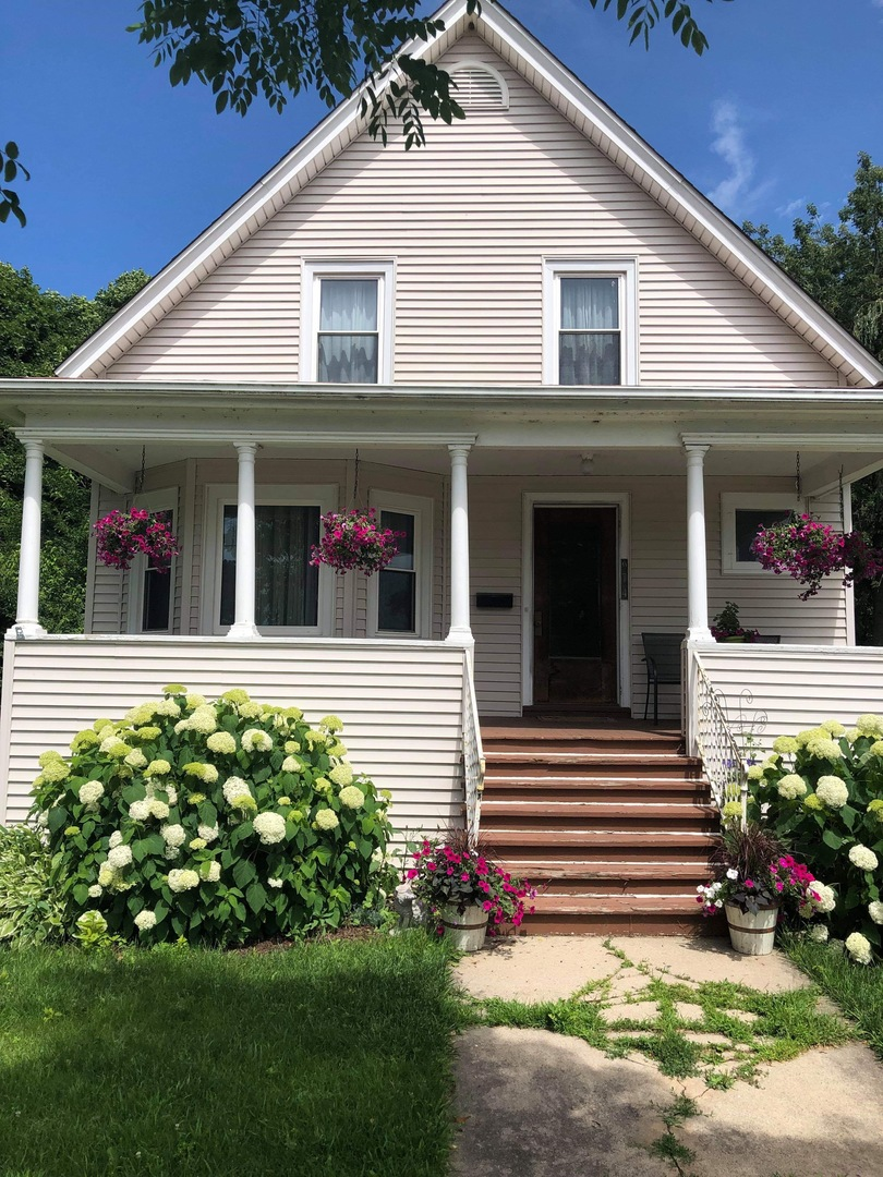 Photo for 914 Riverside Avenue, ST. CHARLES, IL 60174 (MLS # 10440294)