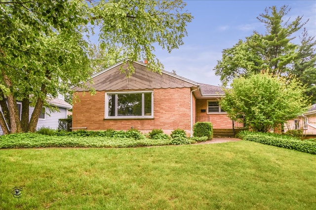 Photo for 1109 60th Street, Downers Grove, IL 60516 (MLS # 10441202)
